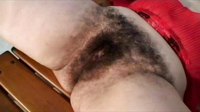 To dziewczyna darmowe porno z mamuśkami w spódnicy